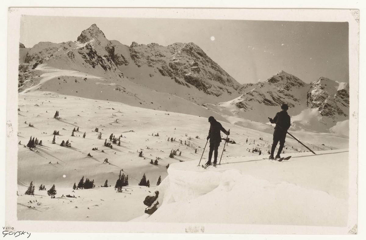 Narciarze na Hali Gasienicowej 1913, Fotografia z archiwum Muzeum Tatrzańskiego