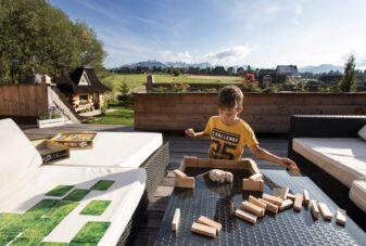 VillaGorsky-dzieci-zabawa-ogrod